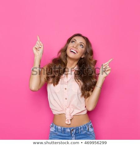 podniecony · kobieta · wskazując · powyżej · głowie · atrakcyjny - zdjęcia stock © stryjek