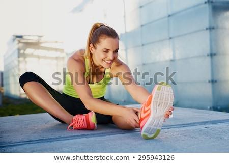 女性 · ストレッチング · 脚 · ルーム · 男 · 健康 - ストックフォト © kalozzolak