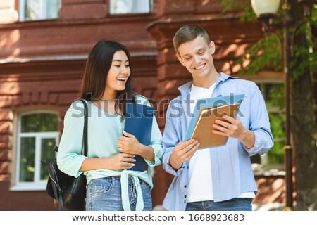 grup · gülme · Öğrenciler · yürüyüş · kampus · açık · havada - stok fotoğraf © deandrobot
