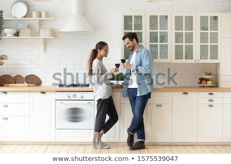 sorridente · amantes · potável · vinho · branco · cozinha · família - foto stock © ruslanshramko