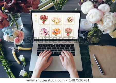 Boven onherkenbaar bloemist permanente bureau Stockfoto © pressmaster