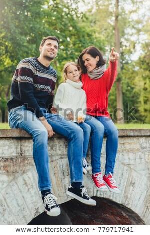Zorgeloos vrouw man klein cute meisje Stockfoto © vkstudio