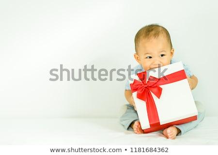 Młodych baby dar posiedzenia patrząc Zdjęcia stock © gewoldi