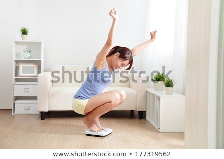 Stockfoto: Vrouw · schalen · geïsoleerd · witte · meisje · gelukkig