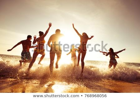 karácsony · ünnep · tengerpart · nő · boldog · mosoly - stock fotó © dolgachov