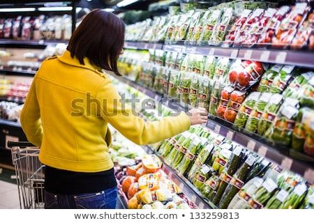feminino · comida · leitura · jovem · supermercado - foto stock © hasloo