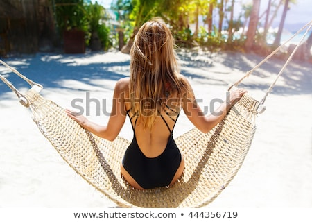 Mujer hermosa traje de baño pie playa puesta de sol mujer Foto stock © artfotoss