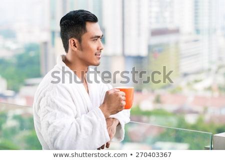 Człowiek w górę rano apartamentu centrum widoku Zdjęcia stock © galitskaya