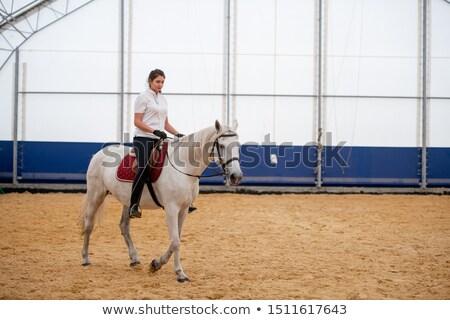 Fiatal nő sovány farmer fehér pólóing ül Stock fotó © pressmaster