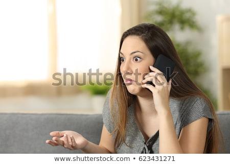 jonge · vrouw · vergadering · sofa · mobieltje · portret - stockfoto © wavebreak_media