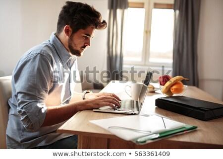 человека · ноутбука · глядя · камеры · красивый - Сток-фото © wavebreak_media