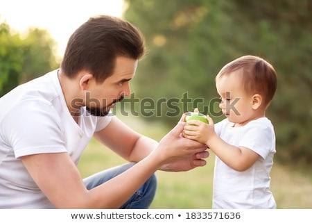 счастливым отец мало сын зеленый яблоко Сток-фото © dolgachov