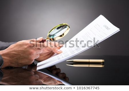 Juez mirando documento lupa primer plano mano Foto stock © AndreyPopov