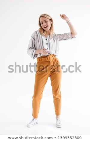 aantrekkelijk · vrouw · gelukkig · luisteren · naar · muziek · permanente · witte - stockfoto © wavebreak_media