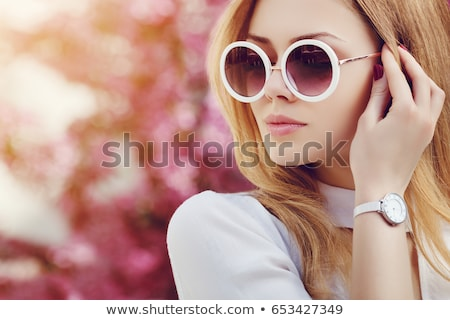 bela · mulher · relógio · mulher · jovem · isolado · branco - foto stock © iko