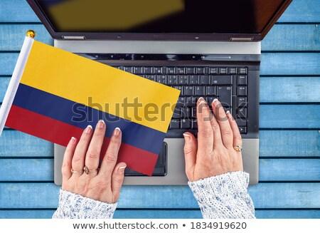 Mãos trabalhando laptop Colômbia tela Foto stock © michaklootwijk