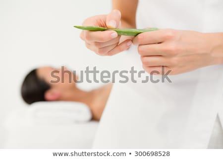 Aantrekkelijke vrouw aloë massage spa centrum zijaanzicht Stockfoto © wavebreak_media