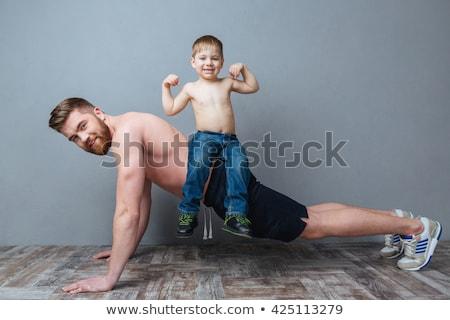 fitt · póló · nélkül · férfi · fekvőtámaszok · fehér · fitnessz - stock fotó © wavebreak_media