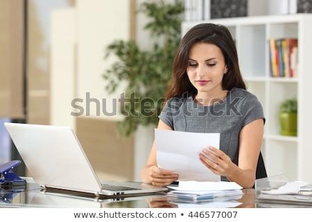 mosolyog · üzletasszony · laptop · papírok · üzletemberek · statisztika - stock fotó © dolgachov