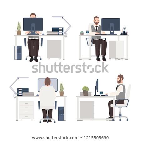 genç · çalışma · dizüstü · bilgisayar · oturma · kırmızı · tablo - stok fotoğraf © robuart
