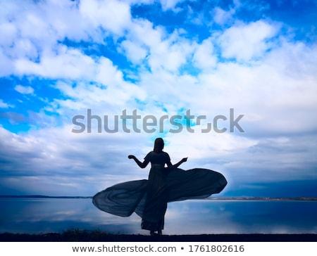 Jonge vrouw lang haar dansen outdoor ontspannen glimlach Stockfoto © ElenaBatkova