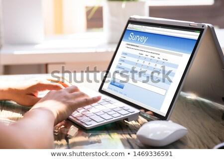 empresária · enchimento · satisfação · do · cliente · exame · forma · atravessar - foto stock © andreypopov