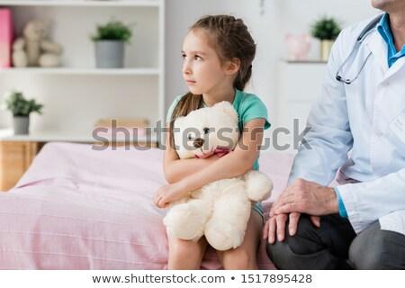 genç · kız · oyuncak · ayı · kız · tıbbi · çocuk - stok fotoğraf © pressmaster