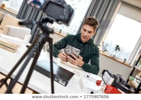 Masculino blogger casa blogging pessoas Foto stock © dolgachov