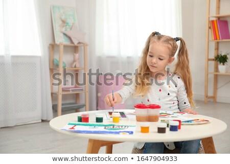 iskolás · lány · házi · feladat · könyvtár · iskola · portré · mosolyog - stock fotó © velkol