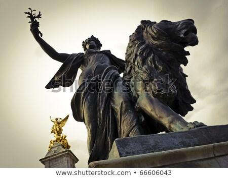 rainha · Londres · ouro · topo · céu · cidade - foto stock © johnnychaos