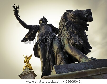 королева · за · пределами · Букингемский · дворец · небе · здании · металл - Сток-фото © johnnychaos