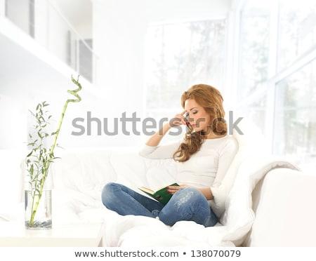 młoda · kobieta · czytania · fikcja · książki · stóp - zdjęcia stock © stevanovicigor
