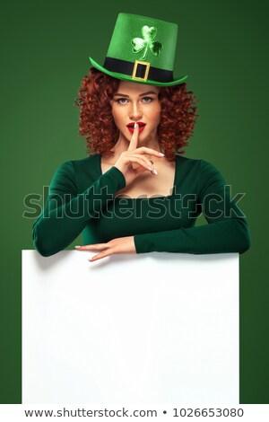 Vrouw serveerster glas groene bier geïsoleerd Stockfoto © orensila