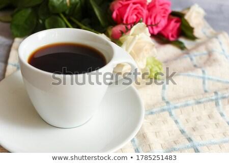 Belle bouquet beige roses cappuccino femme Photo stock © artjazz