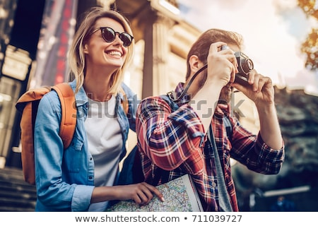 Heureux couple touristes ville guider carte Photo stock © dolgachov