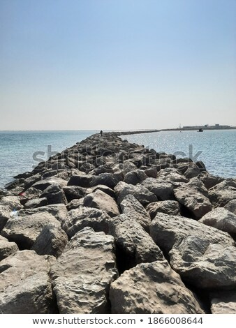 zeewater · oude · beton · muur · water - stockfoto © bobkeenan