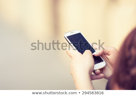 Vrouw typen messaging touch telefoon haren Stockfoto © photography33