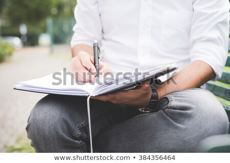 Homme écrit l'ordre du jour travaux stylo calendrier Photo stock © photography33