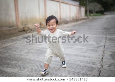 jonge · baby · jongen · lopen · park · gelukkig - stockfoto © feverpitch
