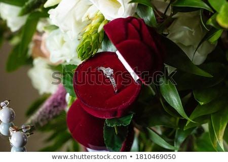 ストックフォト: 赤いバラ · リング · 黒 · 結婚式 · 中心