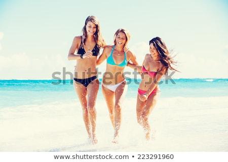 dziewczyna · plaży · piękna · dziewczyna · sam · kobieta · niebo - zdjęcia stock © HASLOO