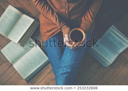 Lezing boek pauze jonge man tuin recreatie Stockfoto © andreasberheide