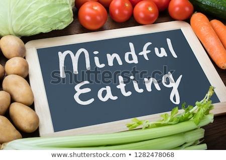 Foto d'archivio: Primo · piano · mangiare · testo · verdura · alimentare