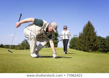 casal · de · idosos · golfe · campo · de · golfe · para · cima · verde · mulher - foto stock © lichtmeister