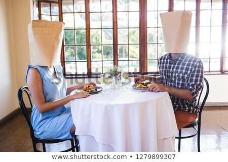 Para twarze pokryty torby papierowe restauracji kobieta Zdjęcia stock © wavebreak_media
