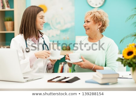médecin · potable · patient · famille · main · femmes - photo stock © wavebreak_media