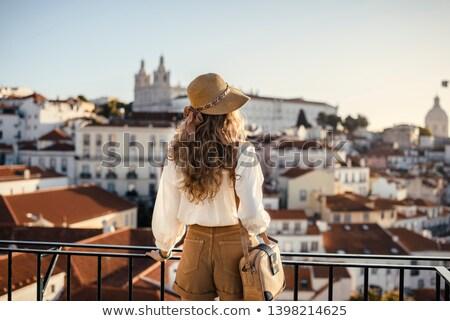 Femeie în picioare ocean vedere balcon Imagine de stoc © dash