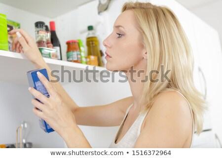 donna · guardando · alimentare · frigorifero · vista · posteriore - foto d'archivio © andreypopov