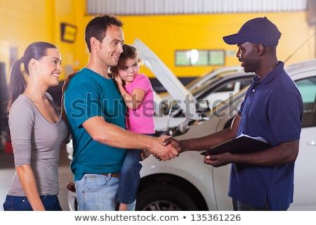 Zdjęcia stock: Kobiet · znajomych · drżenie · rąk · wewnątrz · samochodu · szczęśliwy