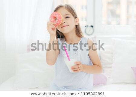 Vrolijk weinig vrouwelijke kind slaapkamer heerlijk Stockfoto © vkstudio